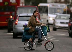 Дэвид Линли с дочкой Маргаритой едут в школу